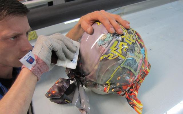 Helm wrappen in folie