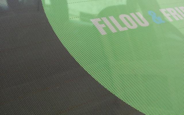 Filou & Friends achterruit belettering